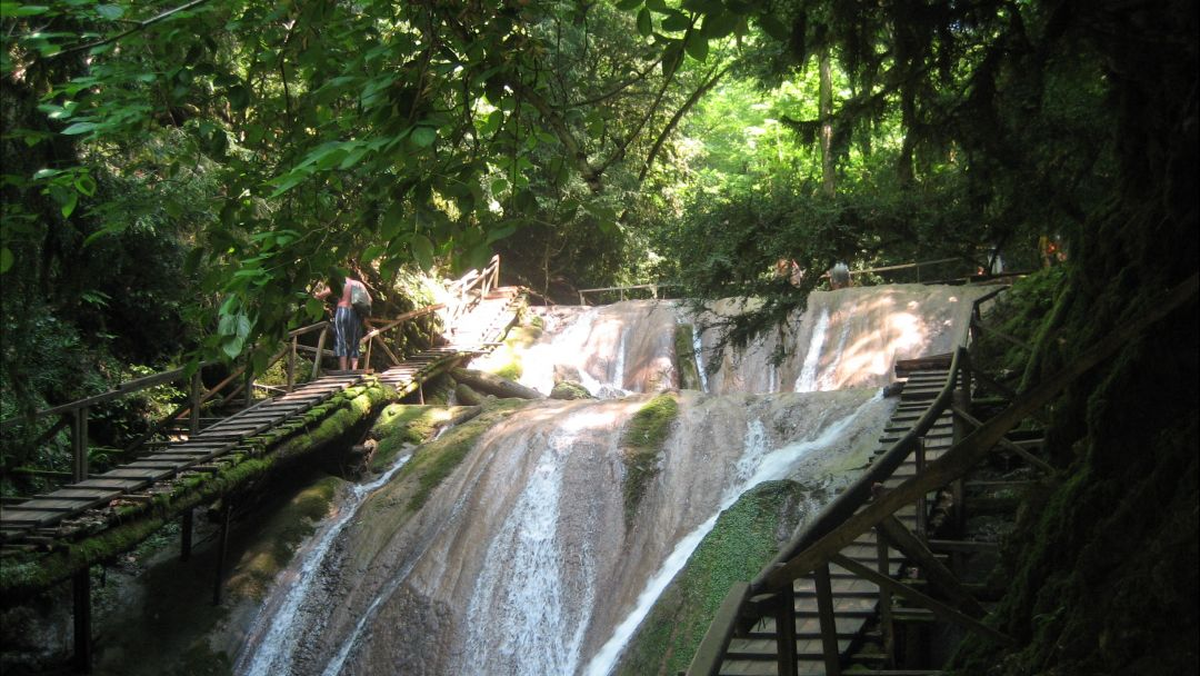 Экскурсия 33 водопада и Волконский Дольмен