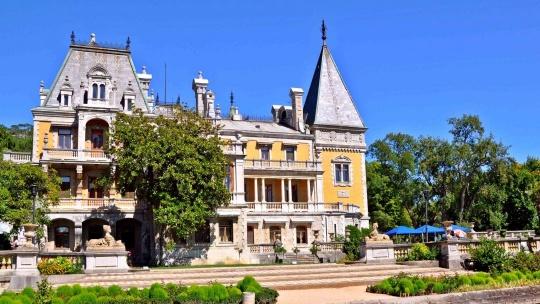 Экскурсия Два дворца и белый теплоход в Феодосии
