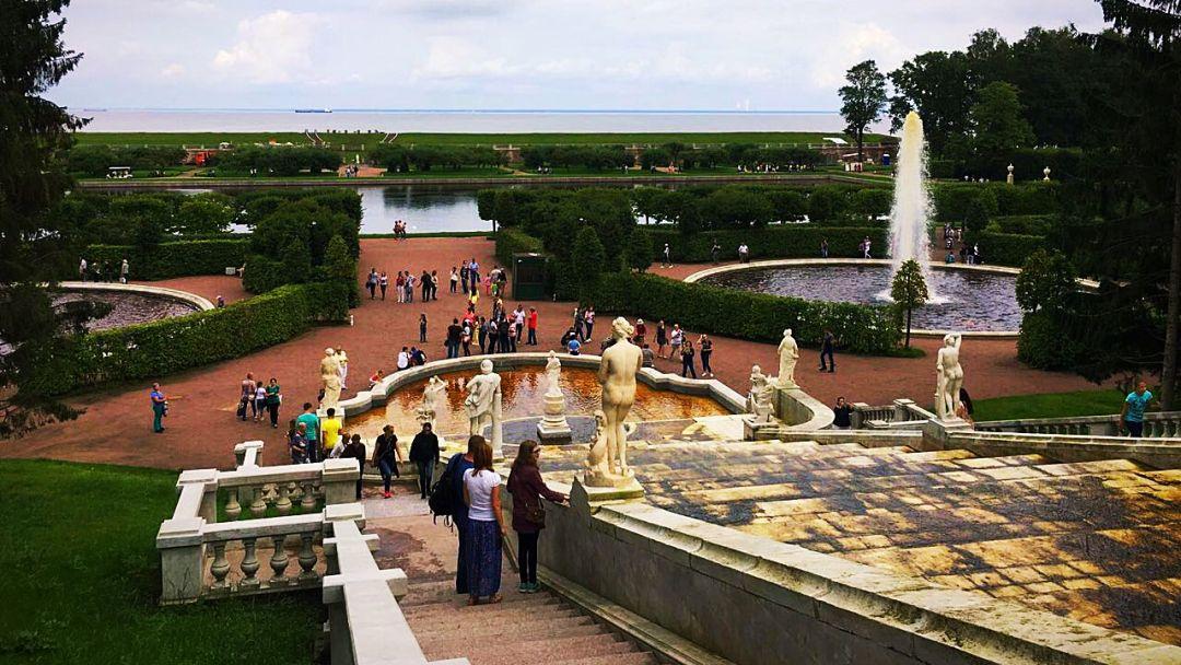 Прогулка по фонтанам Петергофа с частным гидом в Санкт-Петербурге