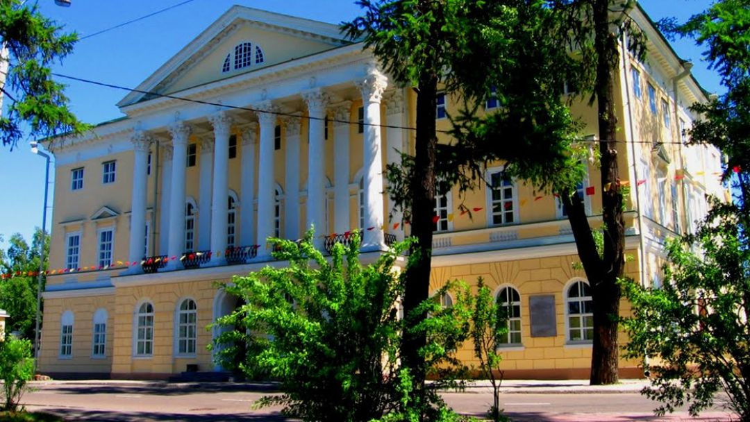 Белый дом в Иркутске