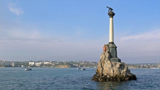 Памятник затопленным кораблям по Севастополю