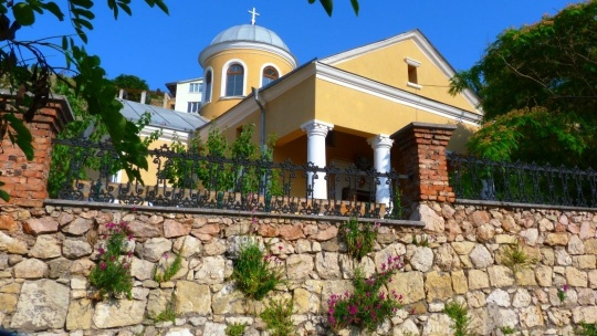 Храм святых Двенадцати Апостолов в Феодосии