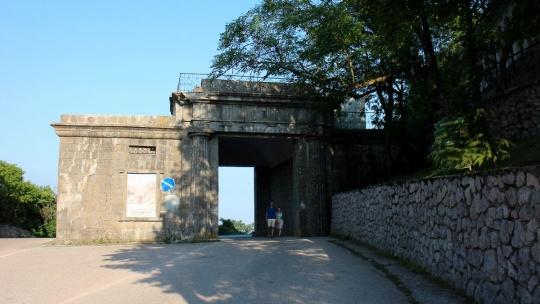 Байдарские ворота в Симферополе