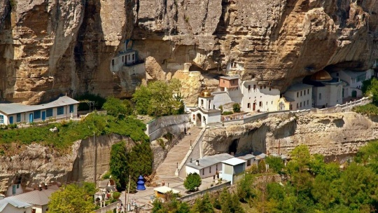 Свято-Успенский пещерный монастырь по Ореанде
