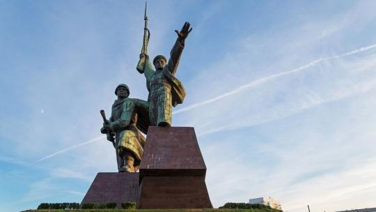 Памятник солдату и матросу по Севастополю