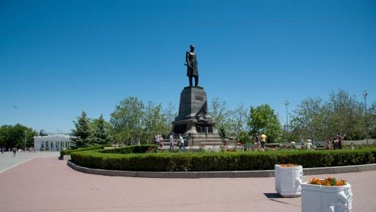 Памятник Нахимову по Севастополю