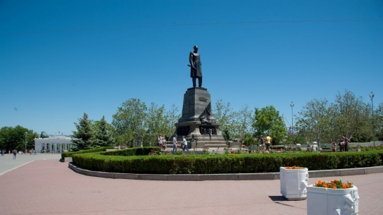 Памятник Нахимову по Ореанде