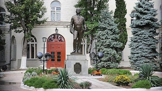 Памятник Ушакову по Севастополю