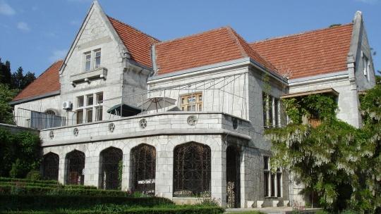 Дворец Харакс по Курпатам