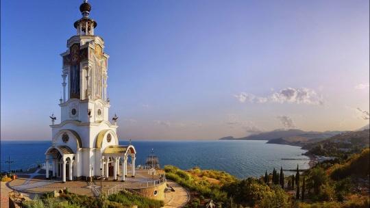 Храм-маяк Николая Чудотворца в Алуште