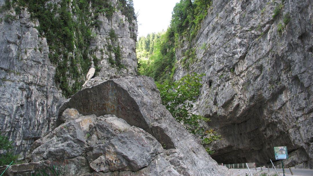 """Ущелье на реке Бзыбь """"Каменный мешок"""" в Сочи"""