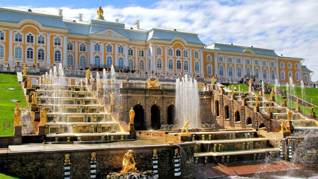 Большой дворец (Петергоф) в Санкт-Петербурге