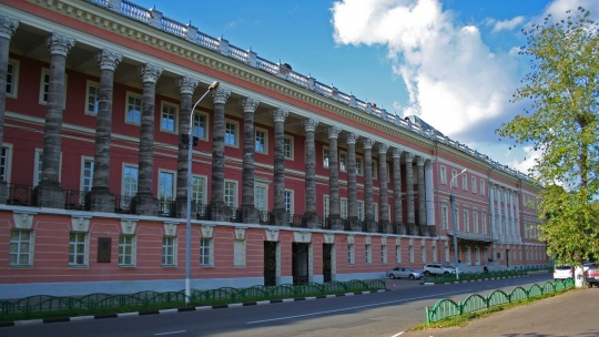 Екатерининский дворец по Москве