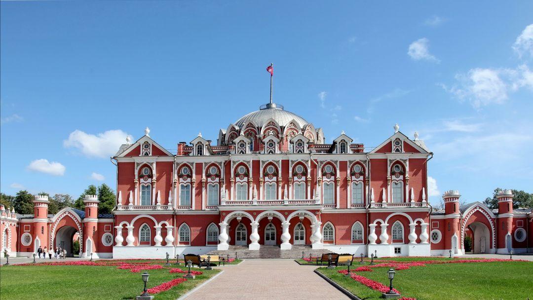Петровский путевой дворец по Москве