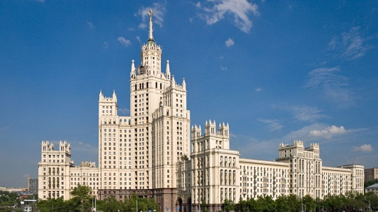 Жилой дом на Котельнической набережной по Москве