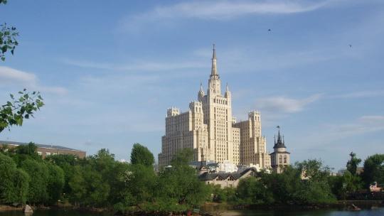 Жилой дом на Кудринской площади по Москве