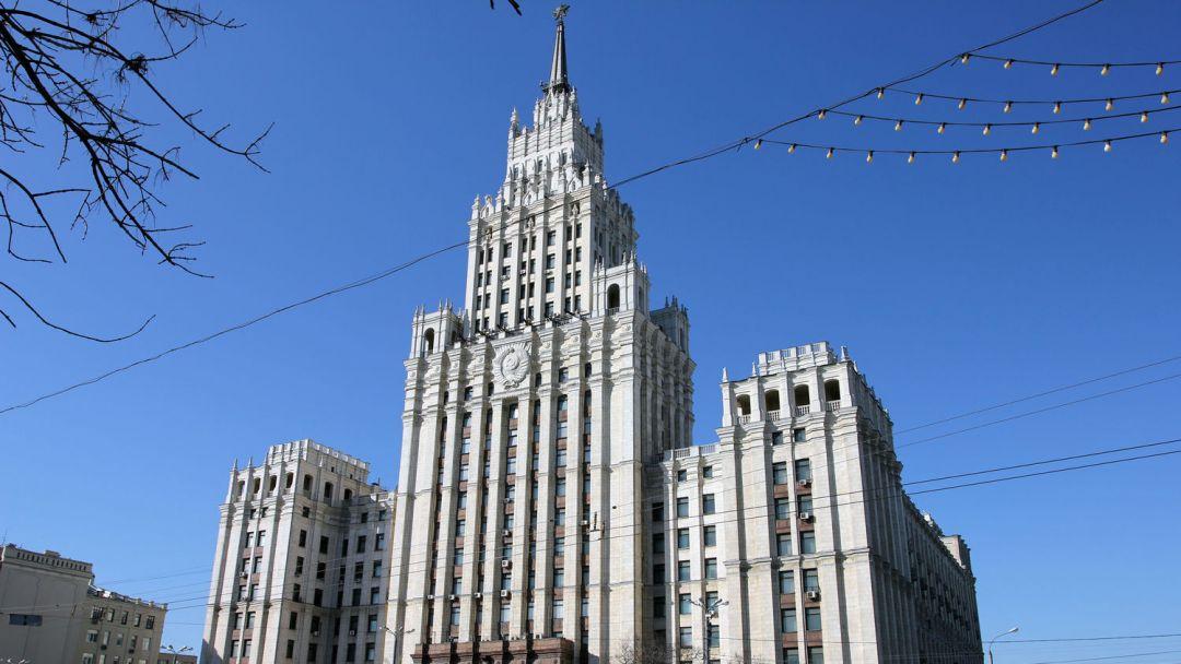 Высотное здание на площади Красных Ворот по Москве