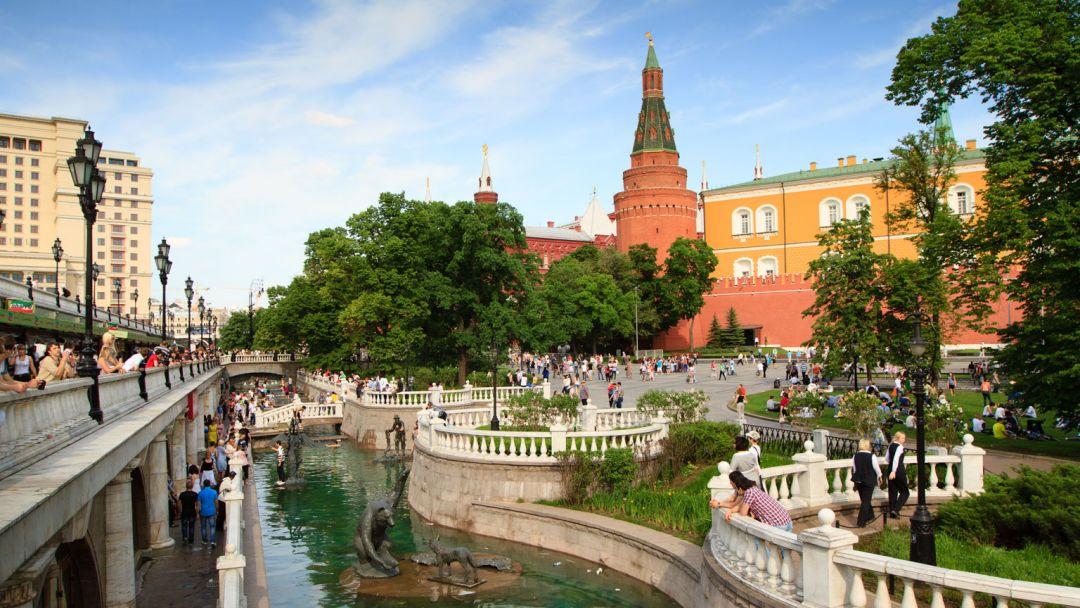 Картинки по запросу Александровский сад Москва
