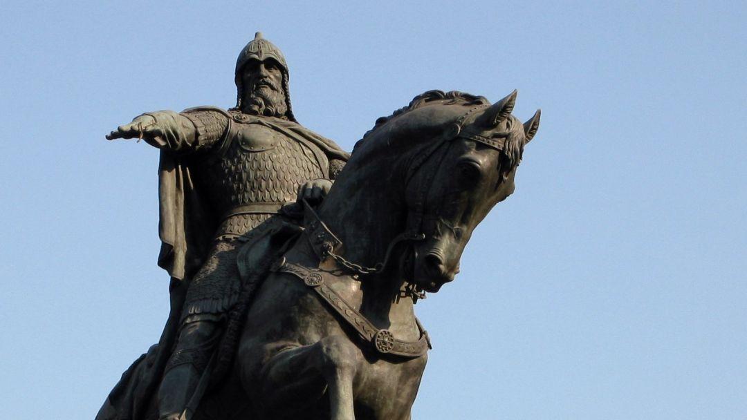 Памятник Юрию Долгорукому по Москве