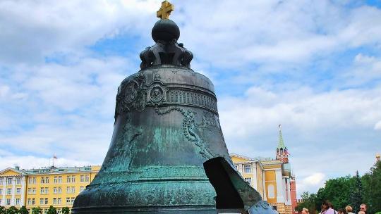 Царь-колокол по Москве