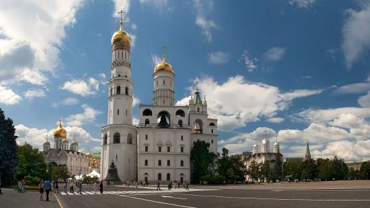 Колокольня Ивана Великого по Москве