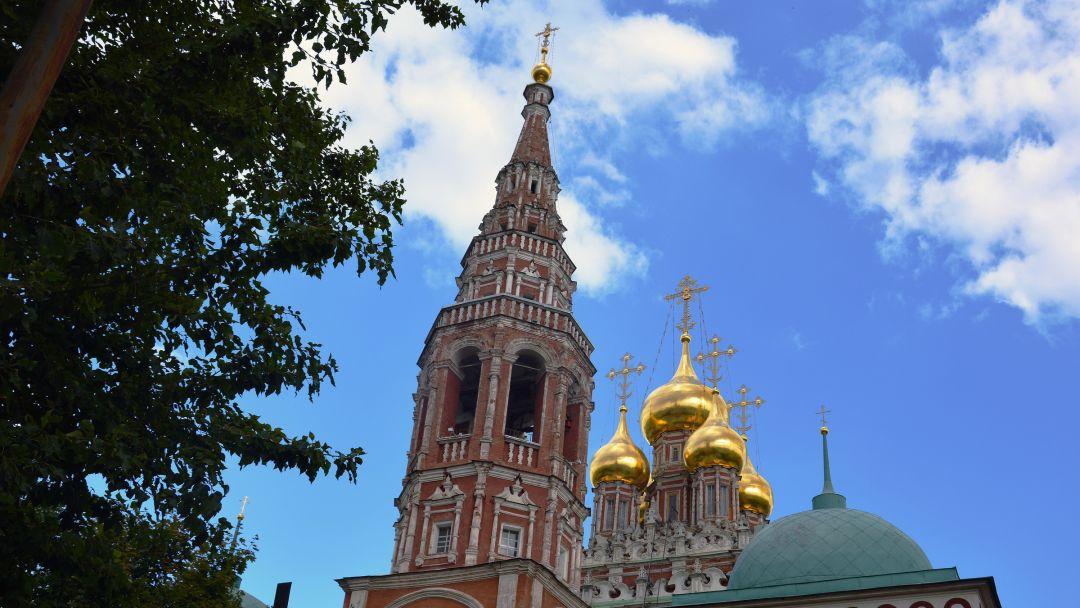 Храм Воскресения Христова в Кадашах по Москве
