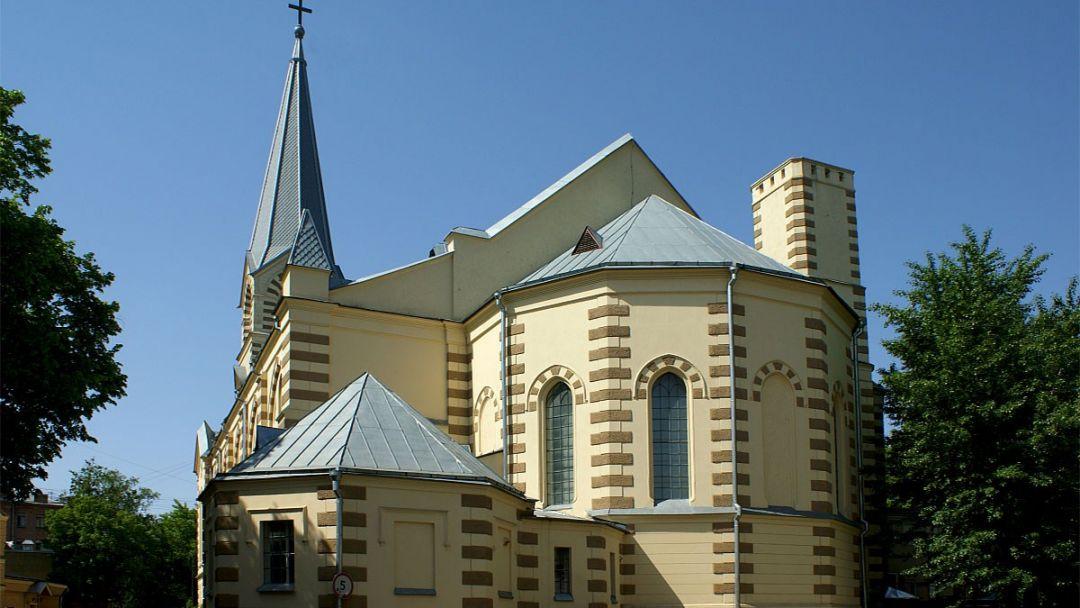 Лютеранская церковь Святой Троицы (Москва) по Москве