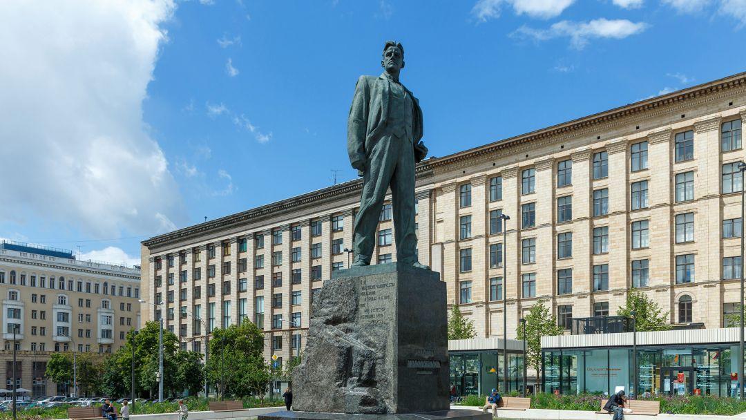 Памятник Маяковскому по Москве