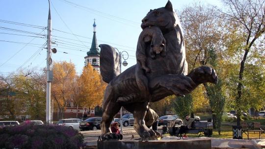 Скульптура Бабр в Иркутске