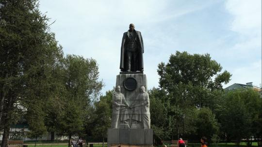 Памятник Адмиралу Александру Колчаку в Иркутске