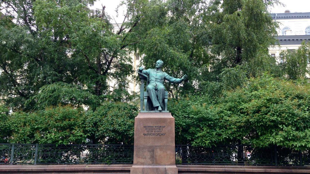 Памятник Чайковскому по Москве