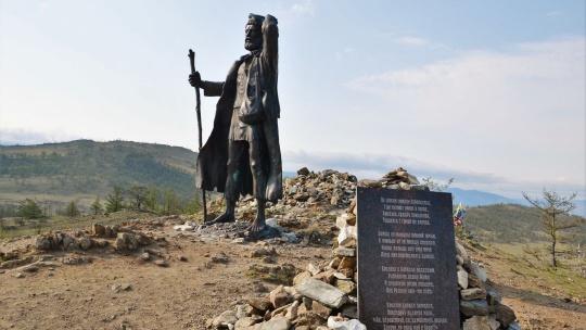 Памятник бродяге в Иркутске
