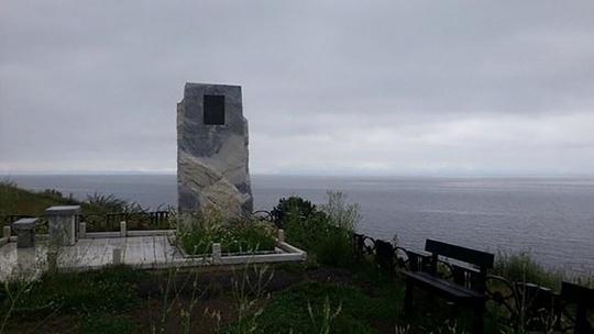 Памятный знак А.В. Вампилову в Иркутске