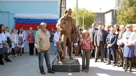 Памятник ветеринару в Иркутске