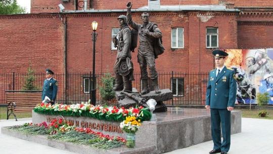 Памятник пожарным и спасателям в Иркутске