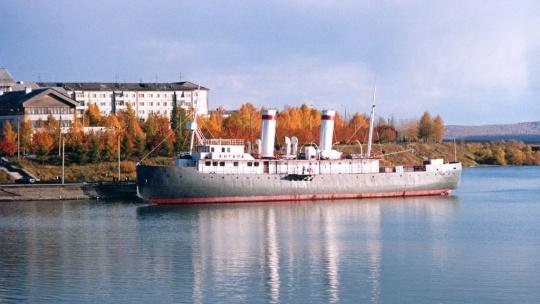 Ледокол Ангара в Иркутске