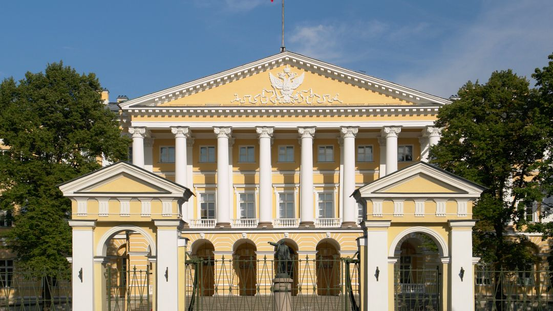 Здание Смольного в Санкт-Петербурге