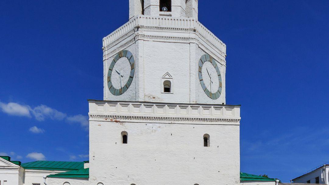 Спасская башня по Казани