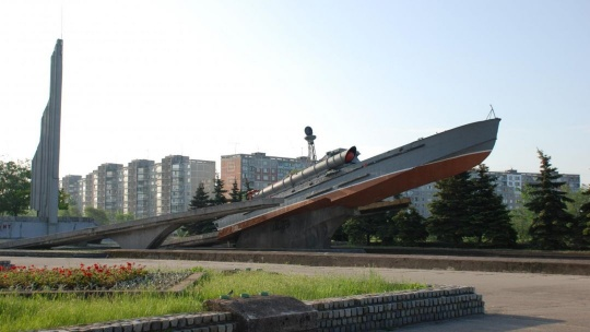 Памятный знак морякам-балтийцам по Калининграду