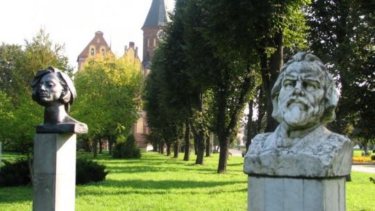 Парк скульптуры по Калининграду