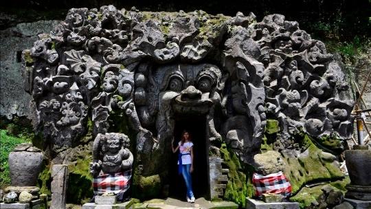 Слоновья пещера Goa Gajah на Бали