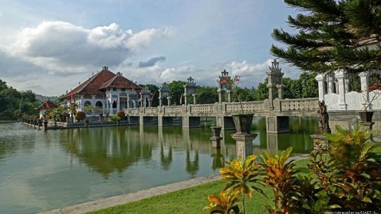 Древний город Амлапура на Бали