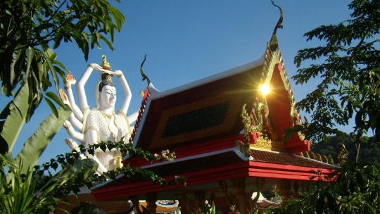 Храм Плай Лаем по Самуи