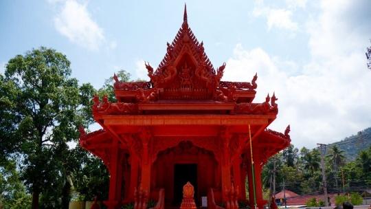 Храм Wat Ratchathammaram по Самуи