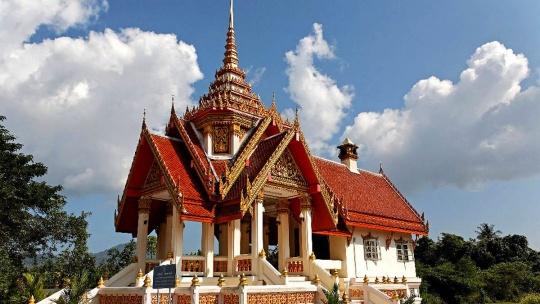 Храм Wat Phra Thong в Пхукете