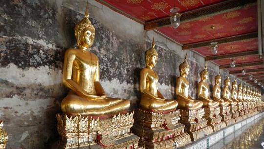 Храм Wat Suthat Thep Wararam в Бангкоке