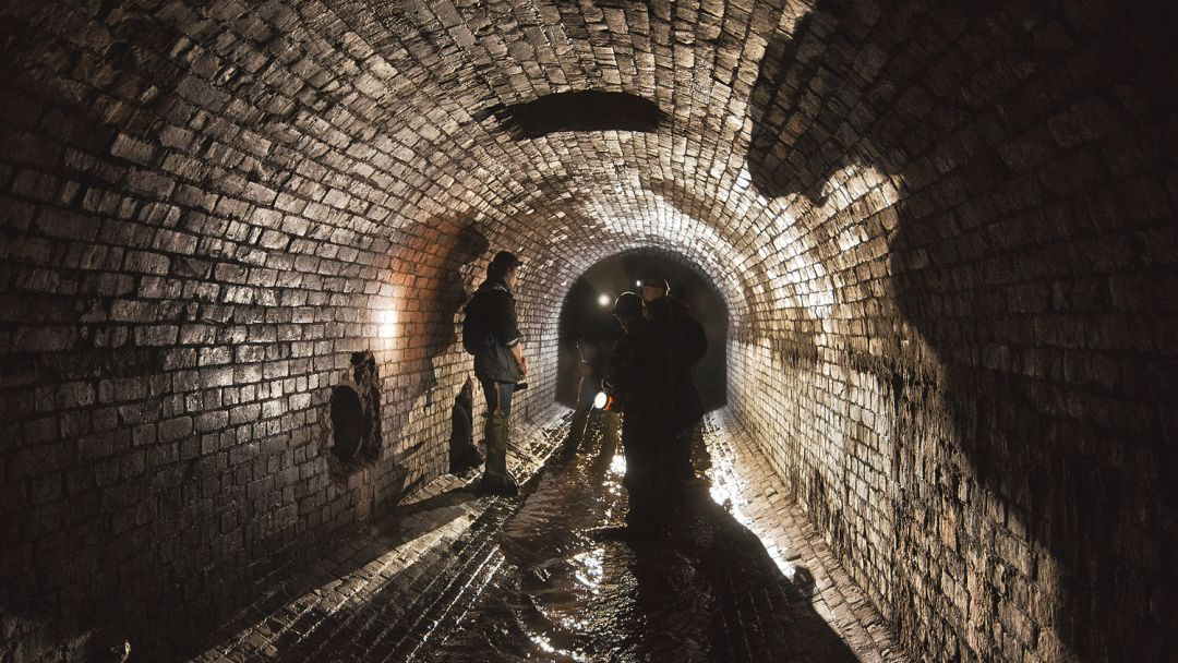 Экскурсия в подземную реку Неглинку в Москве