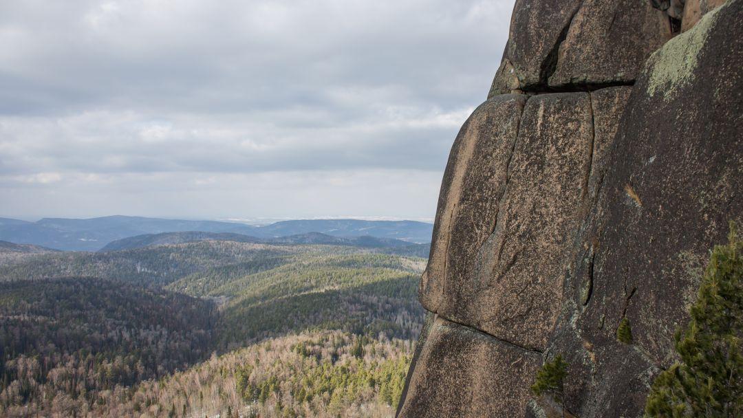 Экскурсия Поездка в фанпарк «Бобровый лог» с посещением скалы Малый Такмак и сиенитового карьера