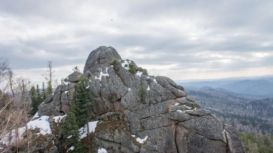 Поездка в фанпарк «Бобровый лог» с посещением скалы Малый Такмак и сиенитового карьера - фото 2