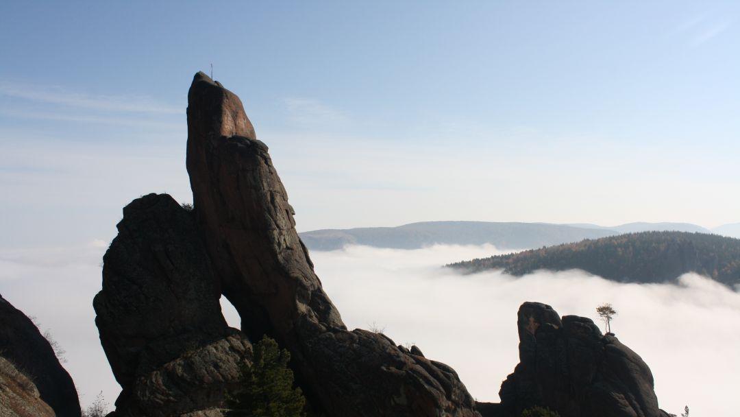 Поездка в фанпарк «Бобровый лог» с посещением скалы Малый Такмак и сиенитового карьера - фото 3